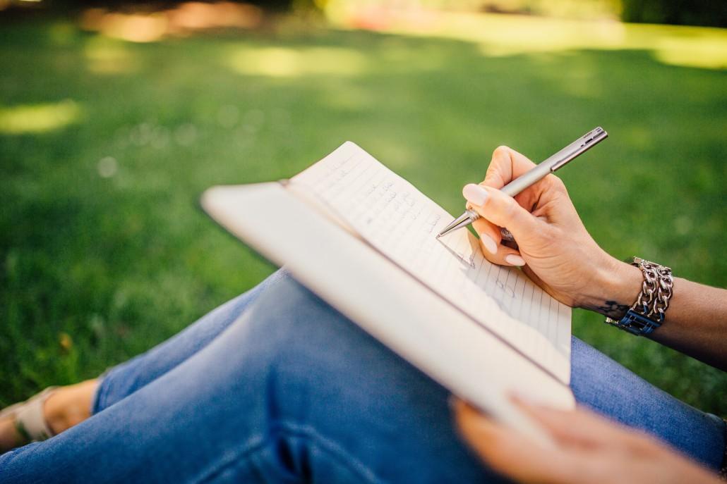 u of t english creative writing Home 新闻 maram valarpom essay help, english literature and creative writing masters, u of t essay help maram valarpom essay help, english literature and creative writing.